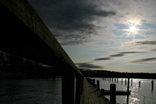 Bådbro sol igennem skyer af Niels Foltved