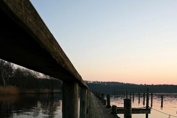 Bådbro klar sommeraften af Niels Foltved