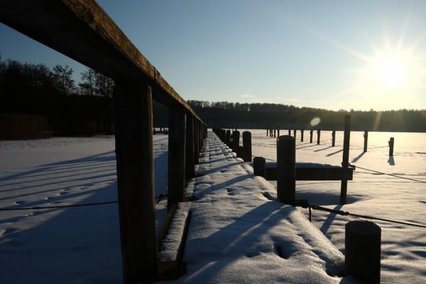 Bådbro i klar vinterdag af Niels Foltved